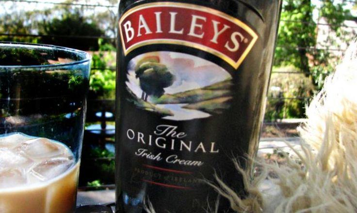 Dans 10 minutes vous pourriez boire un verre de Baileys maison, à une fraction du prix de la SAQ!