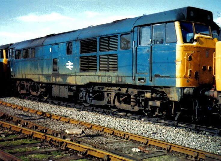 Class 31168 Diesel Locomotive Photo, in BR Blue livery, on Bletchley sidings, England #trains #uk #locomotives #diesel #class31photos #bletchley #british #rail #britain #england