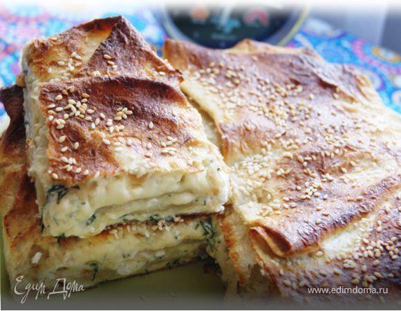 Быстрый пирог из лаваша с сыром и зеленью. Ингредиенты: сыр твердый, яйца куриные, лаваш