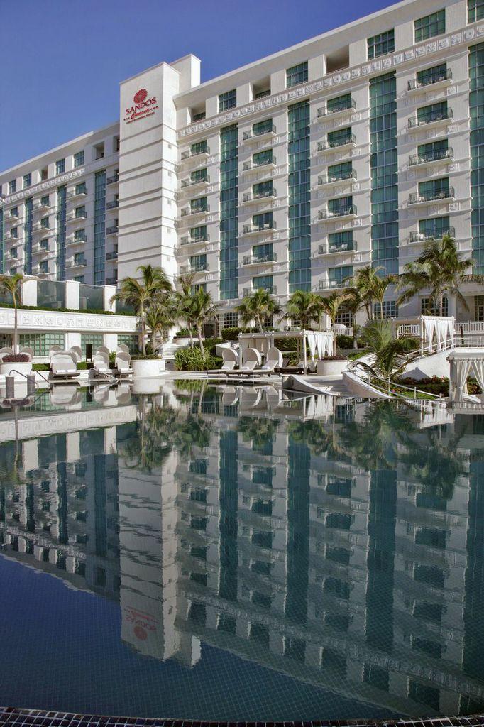 Sandos Cancun Luxury Experience Resort, Cancun, México #Destination42 #destination #wedding #honeymoon #destinationwedding #travel #adventure #fun #Mexico #Cancun #beach #tropical #sun #summer #vacation #bride #groom #weddingday #IDo #ocean