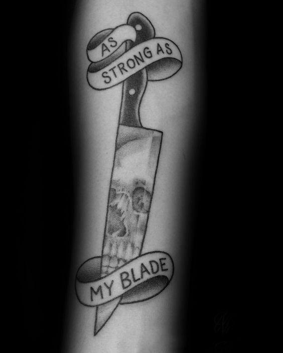 hombre tan fuerte como mi espada del cuchillo del cocinero del tatuaje del cráneo