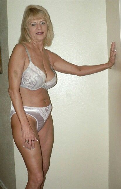 hot curvy blonde nude
