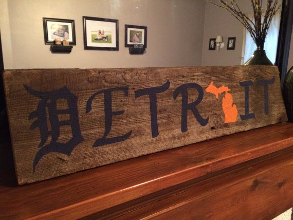 Beautiful rustic Detroit tigers sign made from barn wood. Customize the sign to be exactly how YOU would like it!!  * please specify any color