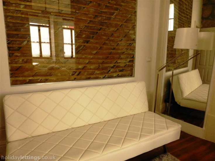 1 bedroom apartment in Oporto to rent from £239 pw. With balcony/terrace, air con and TV.