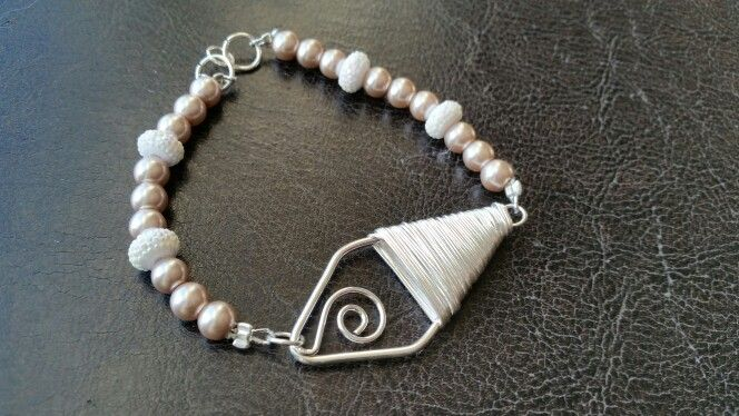 Rose Pearl Beaded Bracelet. Check out my Shop:)  https://www.etsy.com/ca/listing/218512778/rose-pearl-bracelet?