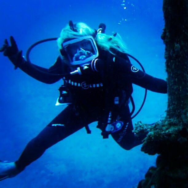 Hannah claydon topless scuba diving — photo 11