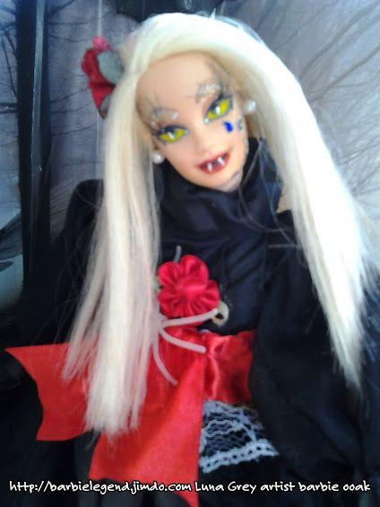 Vi presento Carmilla la mia vampira ooak unica realizzata per la notte di Ognissanti.Repaint totale,restyling,realizzazione a mano dell'abito in pregiato taffeta' corredato di pizzo e tulle,il tutto ornato da rose e decori in raso,gli orecchini sono due piccole perle bianche,anche il tatuaggio sulla gota sinistra dipinto a mano. http://barbielegend.jimdo.com