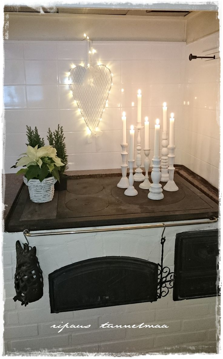 Reminder ~ to accent the stove w a centerpiece of some sort.  :)
