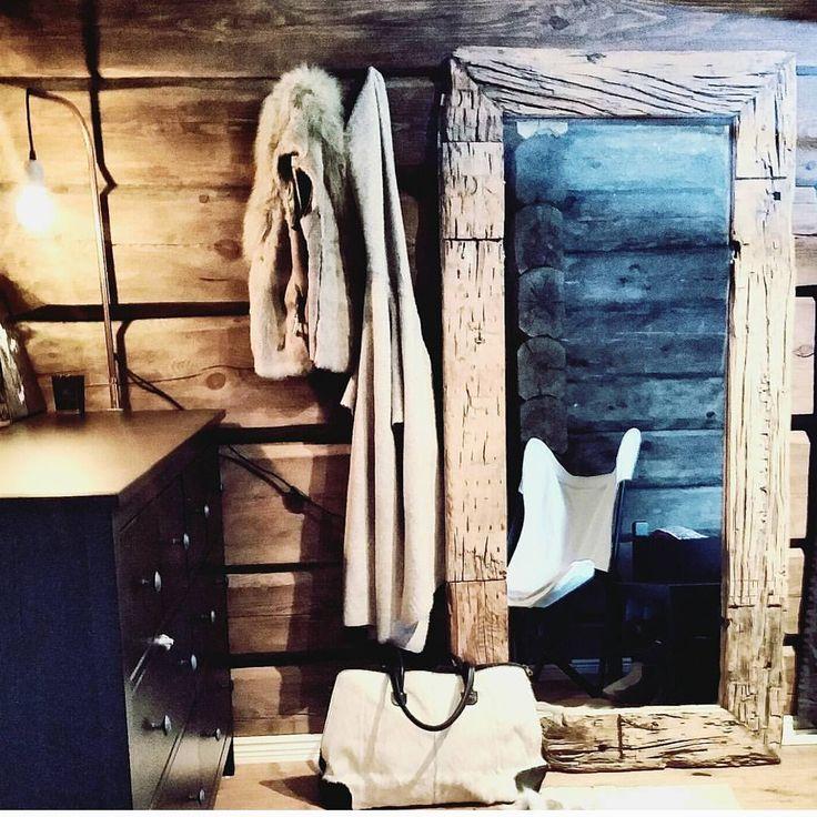 Nå har vi Flotte, rustikke drivved speil i butikken lyse og mørke  Store mål :90×180 cm og 90×120 cm . Velkommen innom