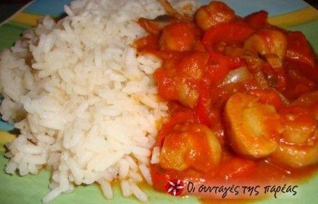 Κόκκινη σάλτσα με μανιτάρια και ρύζι φούρνου