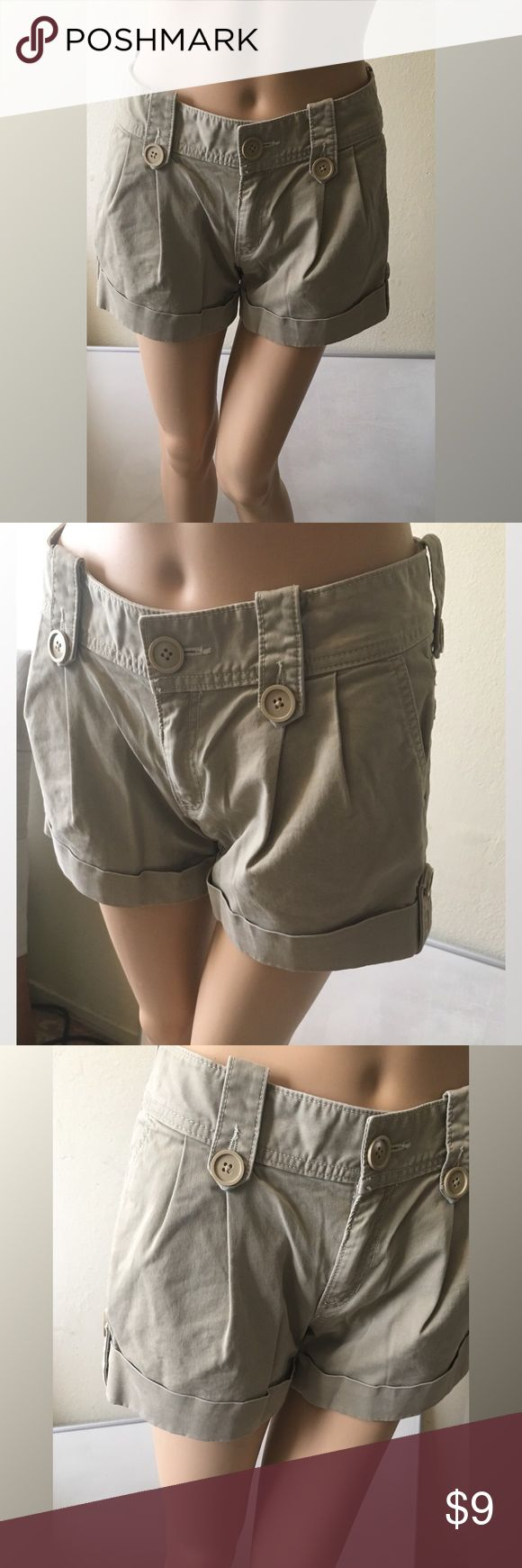 GAP Jeans Stretch Women's Khaki Shorts Size 4 GAP Khakis shorts in very good condition  *Measurements on flat surface*  Waist 15 in  Length 11.5 in  Inseam 3.5 in  Hip 19 in  Rise 8.5 in   98% cotton, 2% Lycra GAP Shorts