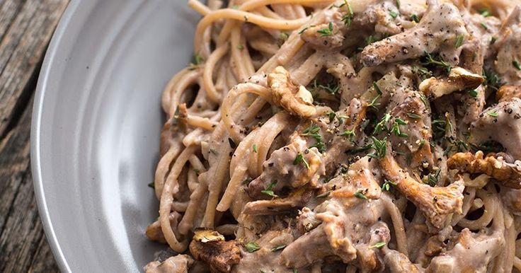 """true taste hunters - kuchnia wegańska: Makaron z kurkami w sosie """"śmietanowym"""" i orzechami włoskimi (wegańskie, bezglutenowe)"""