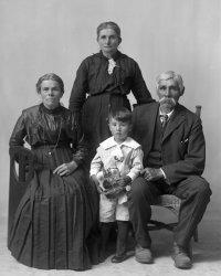 Robert Paudash (Mississauga Ojibwa) and his family, near Rice Lake in Ontario – 1917