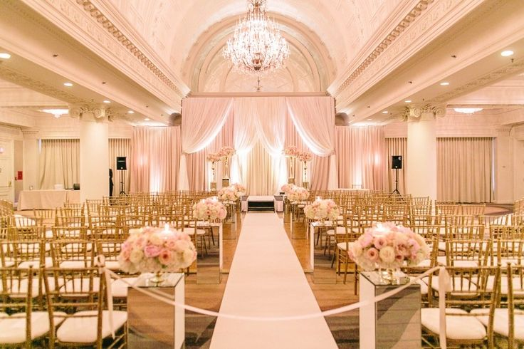 The Omni King Edward Hotel is a Toronto-based venue that provides the ideal setting for a romantic and elegant wedding. Known for hosting stylish events, the hotel offers a range of jaw-dropping spaces to choose from. It takes pride in offering