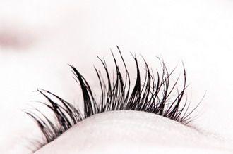 Does Vaseline Really Make Your Eyelashes Grow Longer?