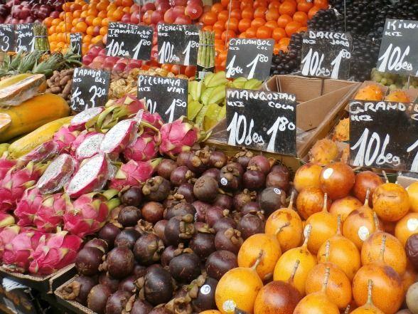 Wie in Wenen op de culinaire toer gaat, mag een bezoek aan de Naschmarkt niet overslaan. De grootste en oudste markt van Wenen zet al je zintuigen aan het werk; proeven mag volop! Na de wandeling over de markt kun je met je zelf gedane inkopen aan de slag in een kookworkshop.