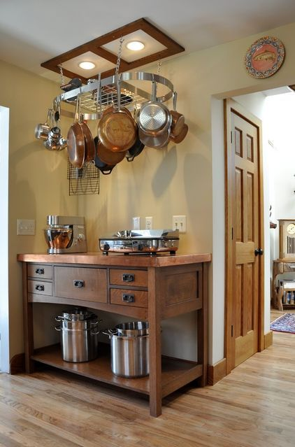 Love the copper pots and the hanging rack