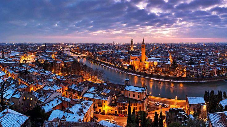 Verona város Shakespeare Rómeó és Júlia jelenete miatt a legismertebb. Verona egy festői város, amely tele van római kori romokkal, reneszánsz palotákkal és középkori épületekkel. A Milánó és Velence között található város egy kicsit kevesebb figyelmet kap az utazóktól, mint a több híres szomszédváros, de nem a látnivalók hiánya miatt. Verona egy régi olasz város bájait kínálja anélkül, hogy az idelátogatóknak állandóan küzdeni kellene a tömeggel...