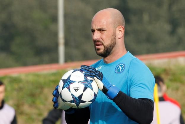 #rumors  Pepe Reina set to sign new Napoli contract despite Manchester City and Newcastle interest