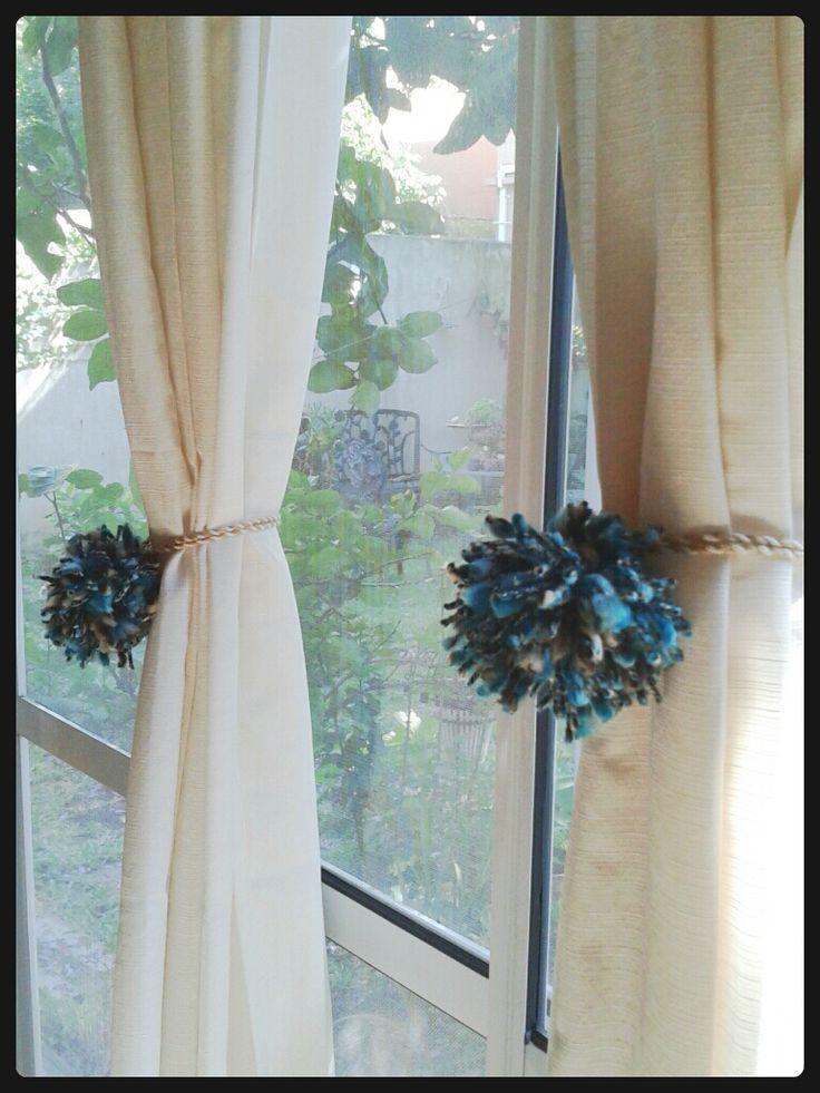 Agarraderas de cortinas hechas con grandes pompones de - Cortinas hechas en casa ...