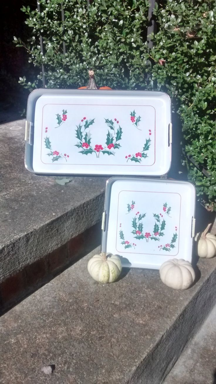 Christmas trays vintage plastic trays made in Japan with Holly leaves and berries lacquered stainproof tray by HappyVintageStudio on Etsy