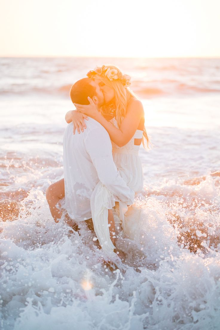 Beach Engagement by Jasmine Lee Photography // via Engaged & Inspired