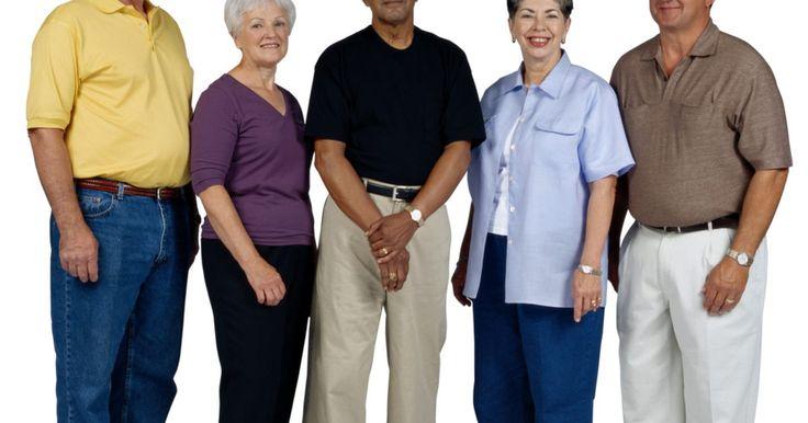 Cuidados com a gripe para idosos. De acordo com a Organização Mundial de Saúde, adultos com mais de 65 anos são um grupo de risco para gripe. Por seus corpos estarem menos capazes de lutar contra a doença, falha respiratória e pneumonia são comuns. Essas doenças podem causar morte. Consulte um médico assim que os sintomas ocorrerem para que riscos mais sérios à saúde sejam ...