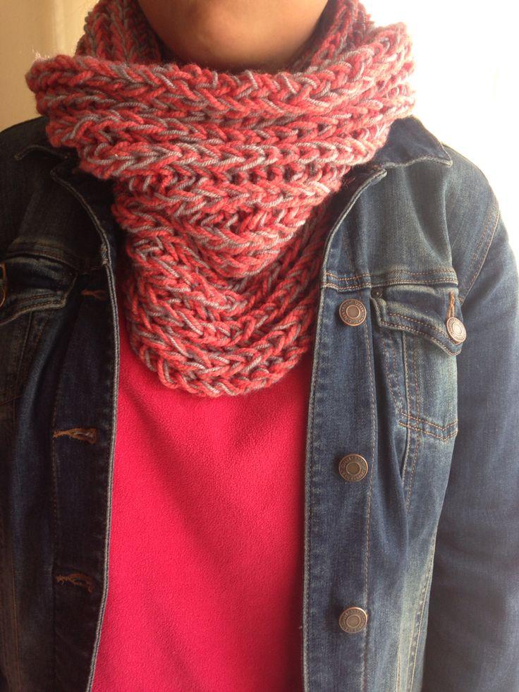 Cuello de lana punto ingles color coral con gris bello bello
