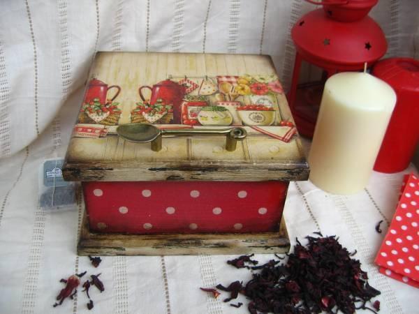 decoupage box... anche questa è bella! Mi piacciono tutteeee!!! O.o