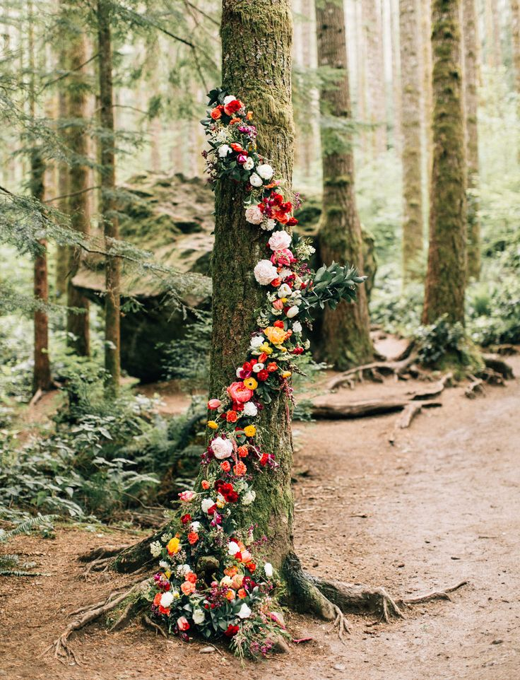 flower wrapped tree // boho wedding inspiration // ceremony ideas