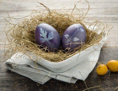 Ostereier blau färben mit Heidelbeeren