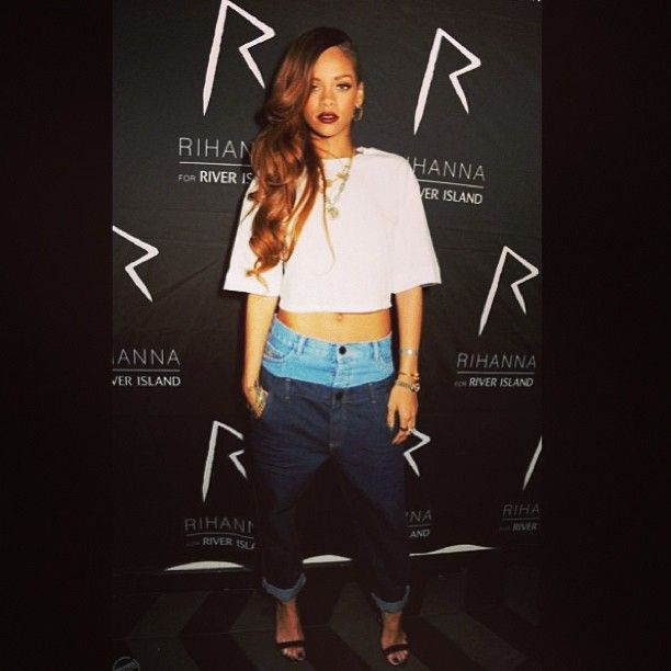 Cant wait to sport these jeans!!! Rihanna wearing #rihannaforriverisland double top jeans and cropped t-shirt