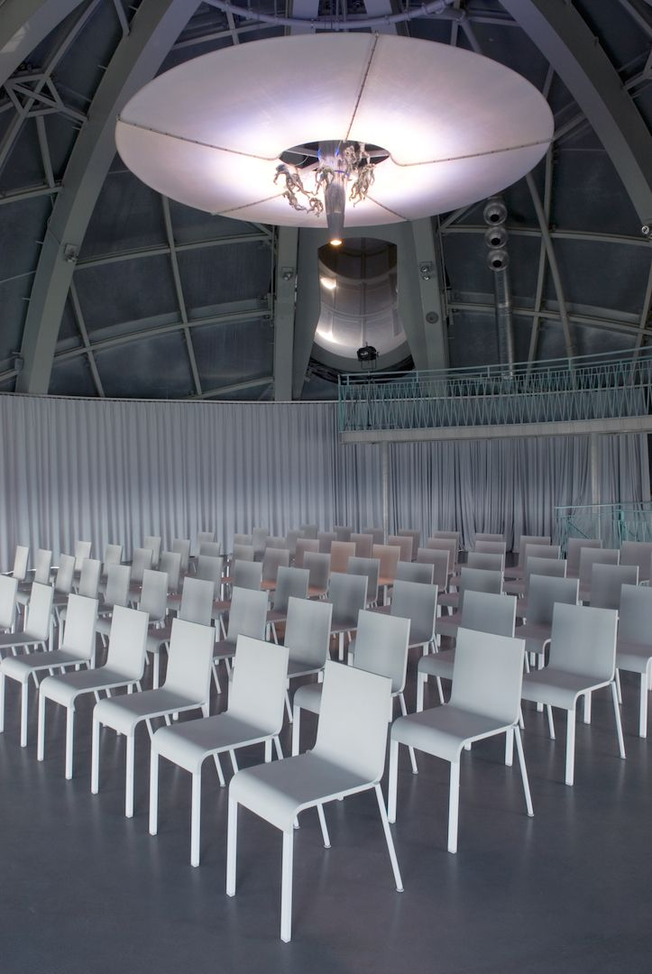 Room Prigogine. The Atomium offers flexible spaces for meetings • seminars • conferences • product launches • team building events • incentives • cultural - scientific - professional events • cocktail parties • gala evenings. Different formulas are available. http://www.atomium.be/mice Facilities: furniture (cloakroom, back office, table) • catering • Internet • video projection • sound • lighting • stewardess #mice #rent #rental #location #verhuur #bruxelles #brussels #brussel