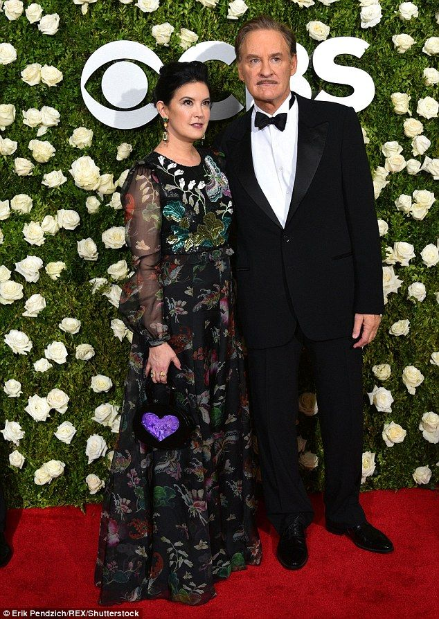 225 best phoebe cates images on pinterest for Phoebe cates and kevin kline wedding photos