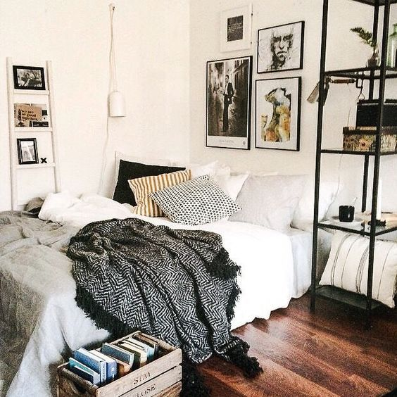 pinterest || sumslw - LOVING THE SIMPLE COLOUR PALETTE IN THIS STUNNING ROOM! THE DETAIL, SUCH AS THE SHELVING & DECOR, LOOK AWESOME, AS DOES THE 'DELICIOUS' BEDDING!! ⚜