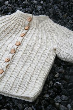 Free Norwegian baby sweater pattern.