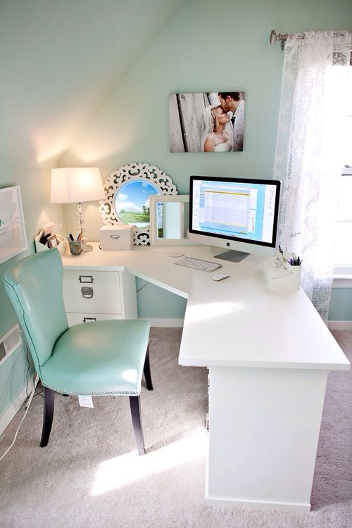 Love this desk/study/work area!