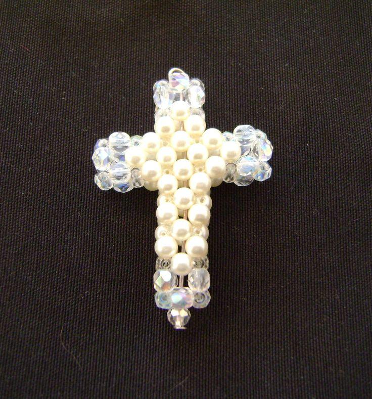 Pearl cross by Dorottya Madarász (Facebook: Dorabead)