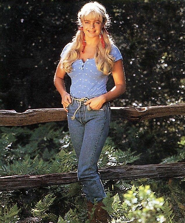 Erika eleniak beverly hillbillies