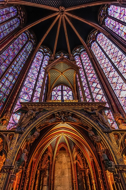 A superb example of gothic architecture, Sainte-Chapelle is located on the île de la cite.  The upper chapel of the Sainte Chapelle, shown in the picture, was built between 1242 and 1248 by King Louis IX, and restored by Eugène Viollet-le-Duc in the 19th century.  It is renowned for its numerous floor-to-ceiling stained glass windows.