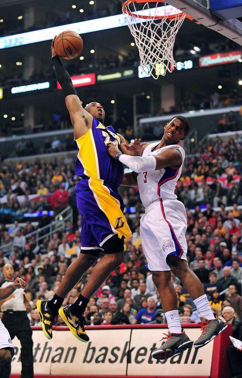 Kobe posterizes CP3