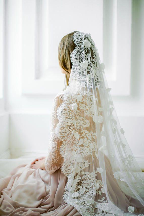 Off-white scalloped edge wedding veil with hand-se…Edit description