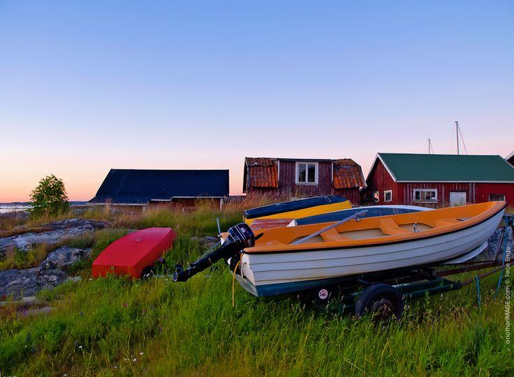 Nordic midsummer boating :   Koster, Sweden @ 2005.06.29 21:26