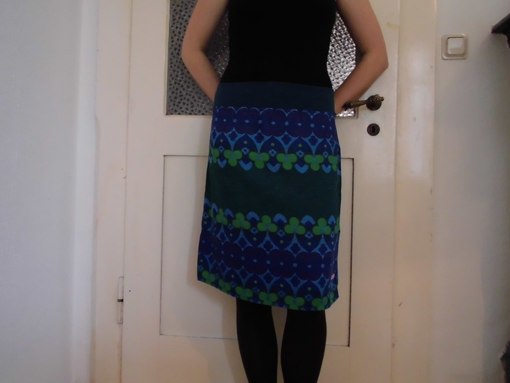 feeling blue skirt sewed from vintage-fabric
