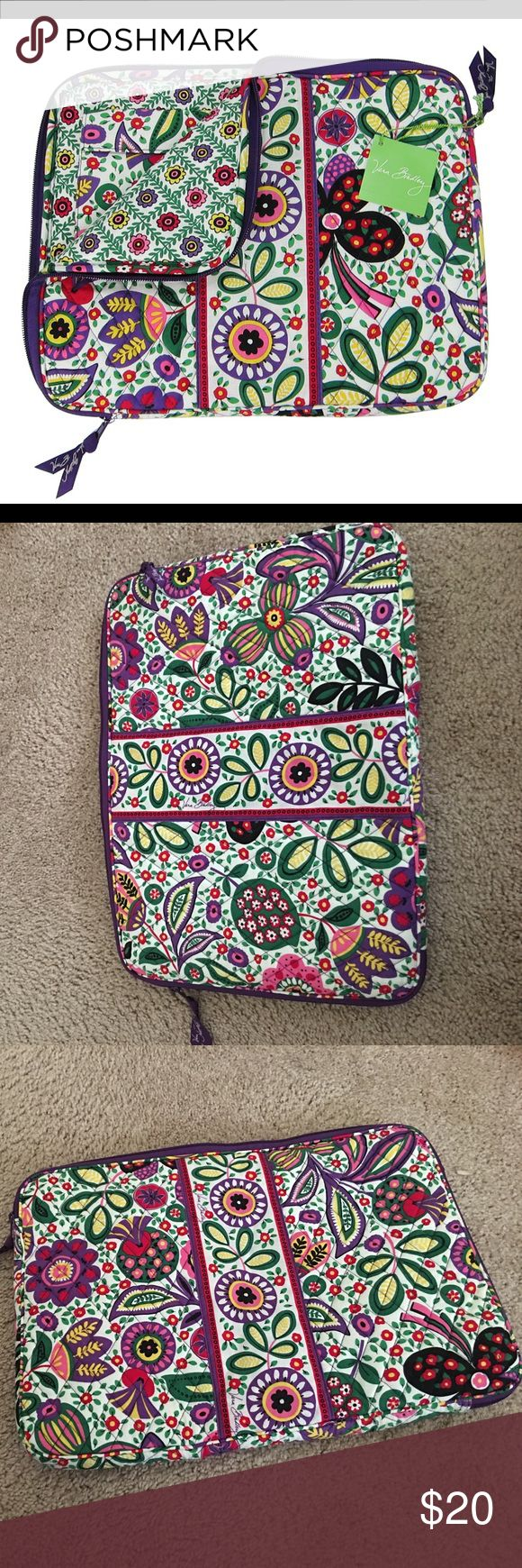 "Vera Bradley laptop bag In excellent condition! Like new. Barely used. Fits up to 15"" laptop. Vera Bradley Bags Laptop Bags"