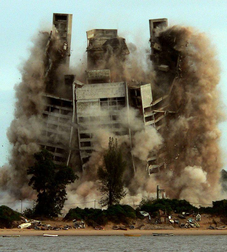 Demolition of 4 Seasons Hotel in Maputo, Mozambique (2007)