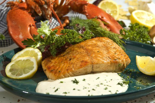 Fantastický pečený losos na smotane a zelenine, je časovo nenáročný, výborne sa hodí k zemiakom