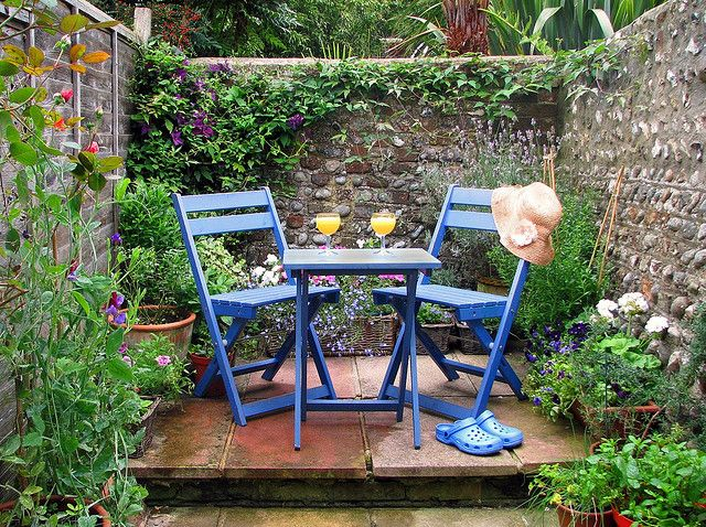 Garden scene, patio, outdoor seating, small patio, garden nook