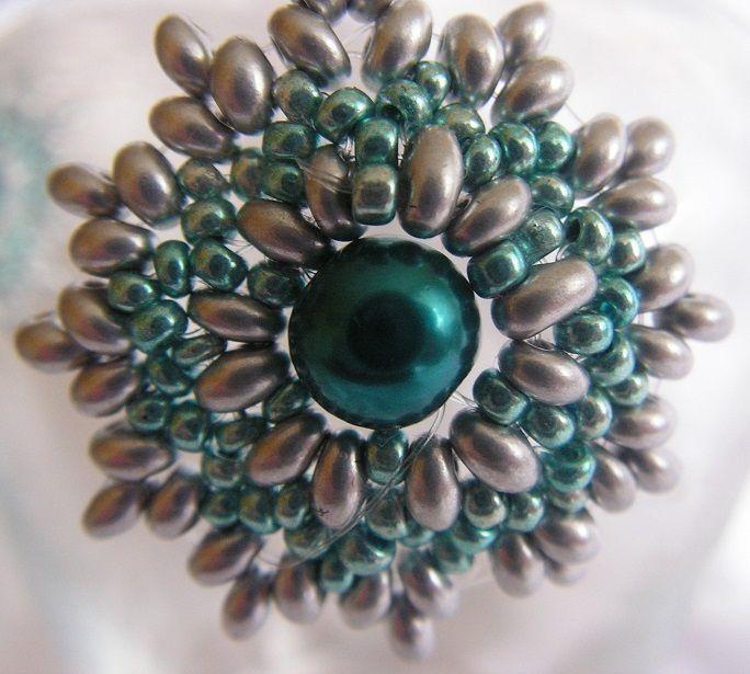 Náušnice ze stříbrnýh twinů a tykrysových perlí a perliček. Průměr 3,5cm, celková délka 6cm vč. afroháčku.