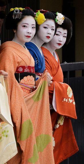 Watching the Zuiko Matsuri ~ Kyoto, Japan.   October 4, 2013.  Photography by Tamayura on Flickr